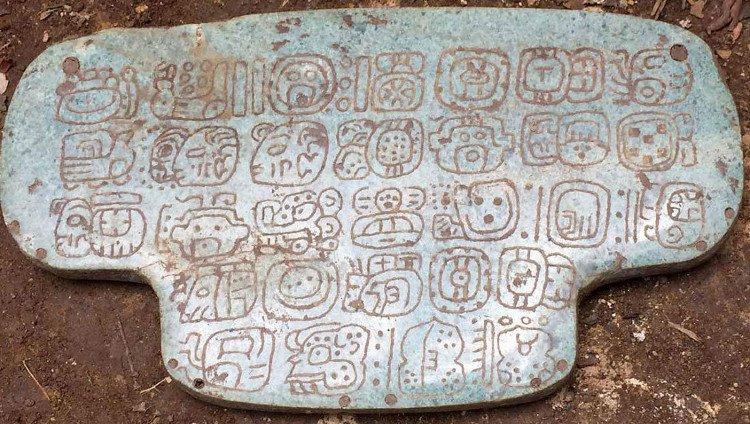 Phát hiện mặt dây chuyền ngọc bích cổ đại vô cùng quý hiếm của vua Maya