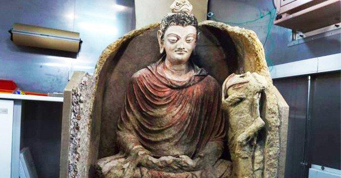 Phát hiện tượng Phật cổ 2000 năm mắt xanh má hồng siêu hiếm thấy