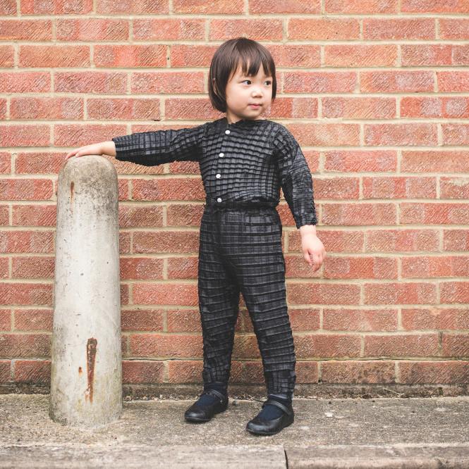 Phát minh mới: quần áo lớn cùng con trẻ