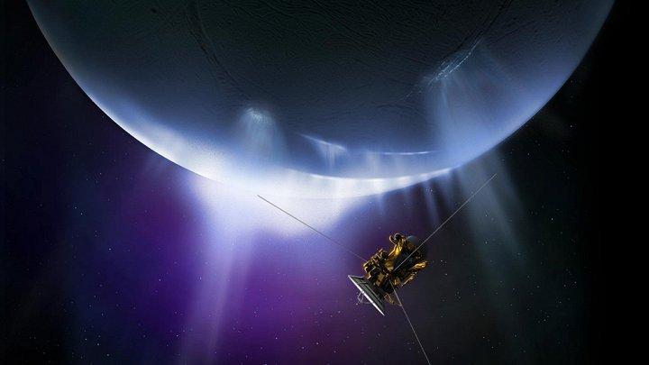 Phi thuyền Cassini bay thành công giữa Sao Thổ và hành tinh của nó