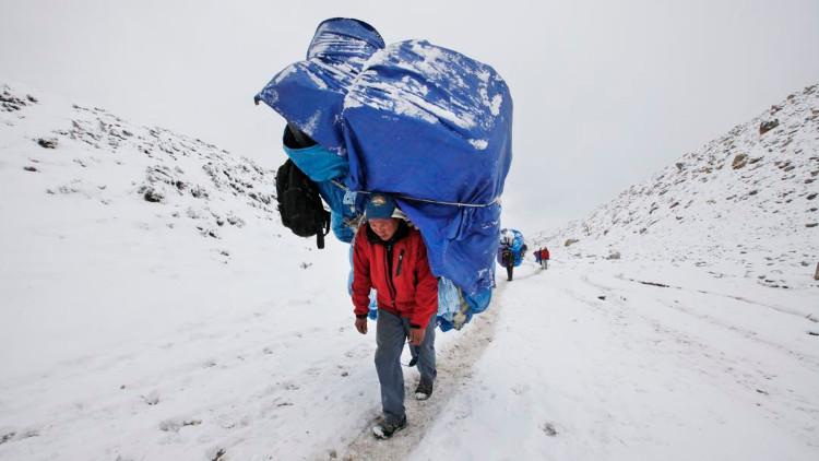 Phía sau năng lực phi thường của người Sherpa trên đỉnh Himalaya