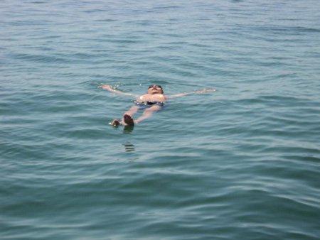 Phương pháp để nổi trên nước lâu không cần cử động