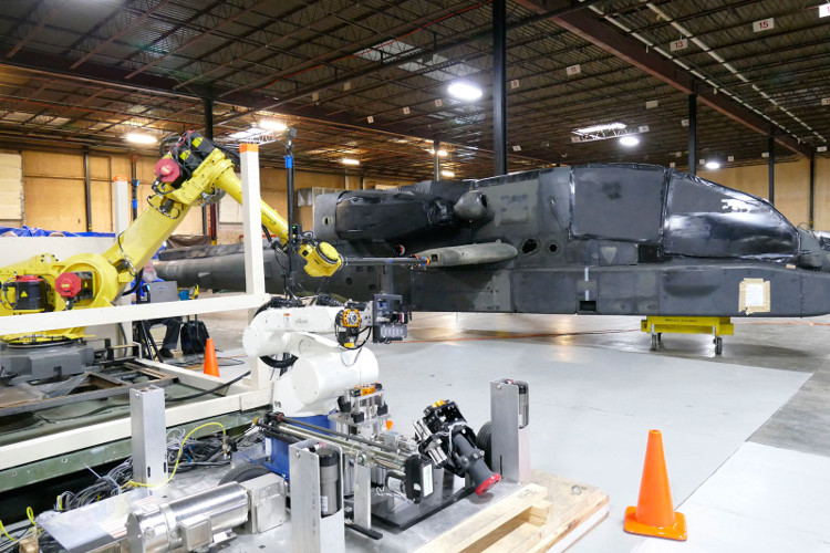 Quân đội Mỹ thử nghiệm robot tiếp nhiên liệu cho trực thăng chiến đấu
