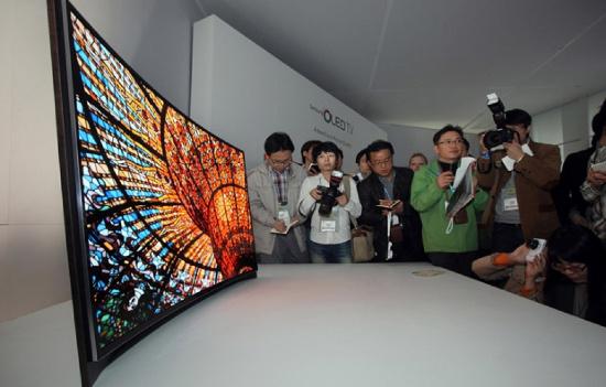 Ra mắt tivi 3D cong đầu tiên trên thế giới