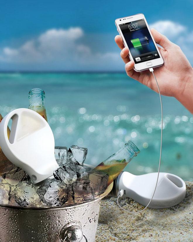 Sạc điện thoại có thể hoạt động mãi mãi chỉ với nước sôi và đá lạnh