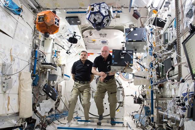 Sau khi ở ngoài không gian, các phi hành gia thay đổi thế nào khi trở về Trái đất?