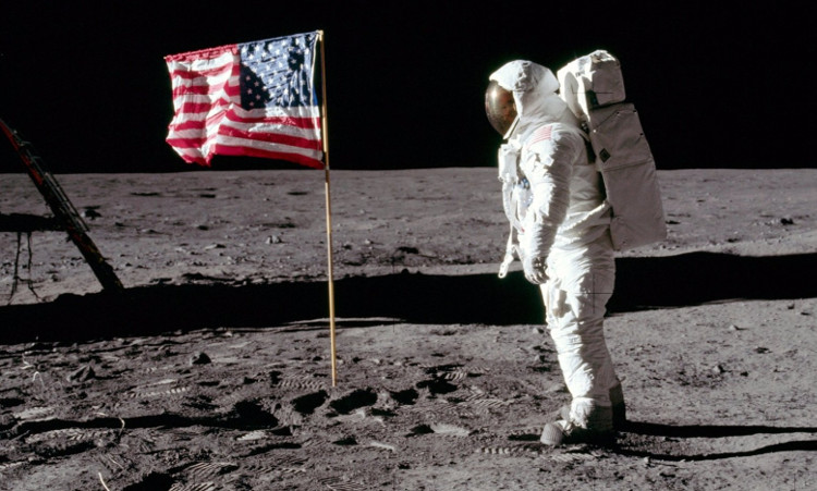 Số phận của những lá cờ Mỹ cắm trên Mặt Trăng