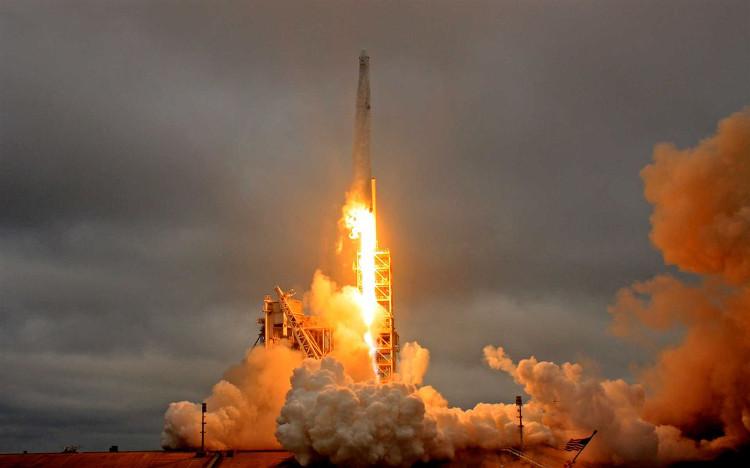 SpaceX đã phóng thành công tên lửa Falcon 9