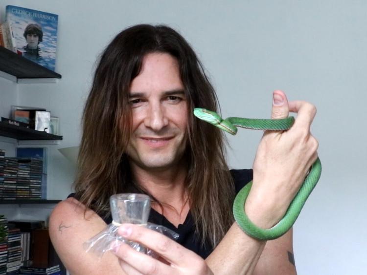 Steve Ludwin - ngươi tiêm nọc độc rắn vào người suốt 30 năm để trẻ và khỏe hơn