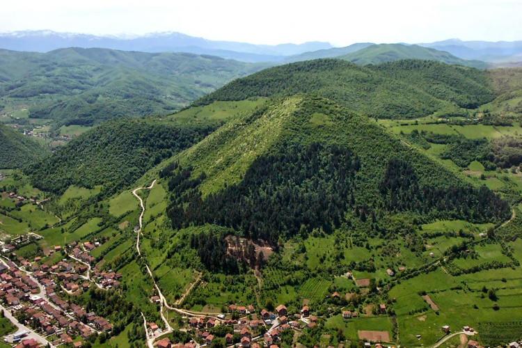 Sự tương đồng đáng kinh ngạc giữa kim tự tháp Bosnia và Giza