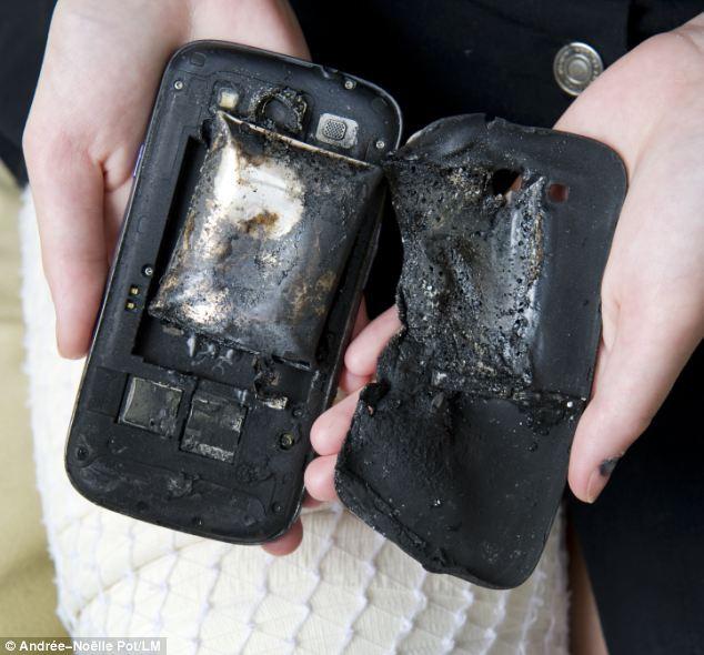 Tai nạn hi hữu: nổ điện thoại gây bỏng vì bị sét đánh