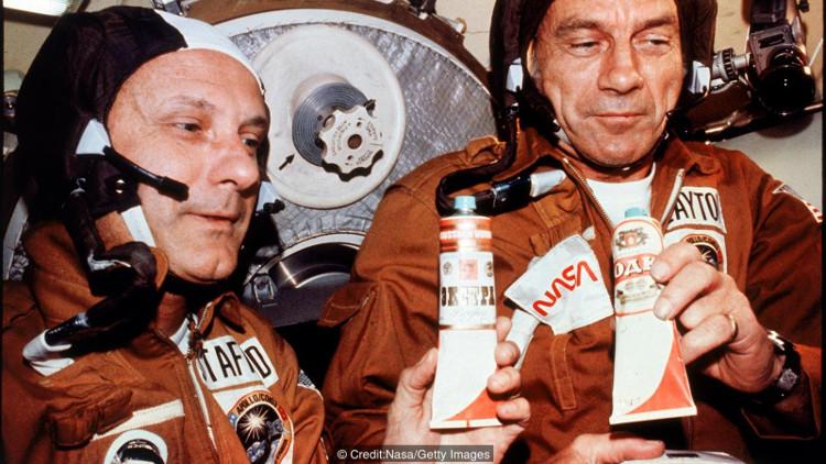 Tại sao các phi hành gia bị cấm uống rượu ở ngoài không gian?