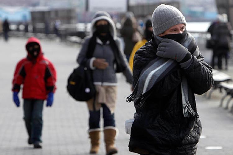 Tại sao mùa lạnh ngã luôn đau hơn bình thường?