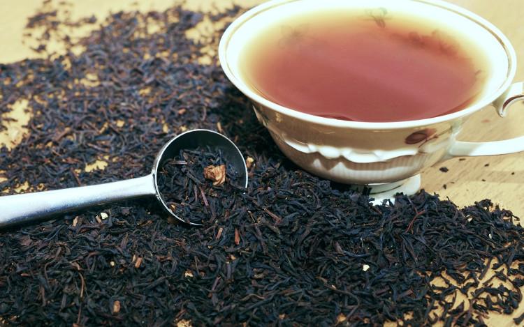 Tại sao người Anh thường cho sữa vào trà?