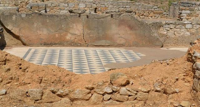 Tấm khảm La Mã cổ đại hiếm thuộc thế kỷ thứ 4 được phát hiện ở Anh