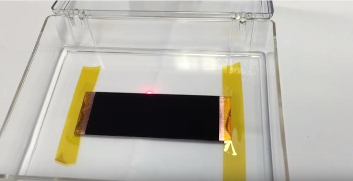 Tận mắt xem vật liệu có màu đen nhất trên Trái đất