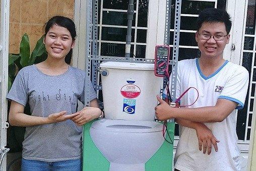 Tạo điện chiếu sáng từ nước thải nhà vệ sinh