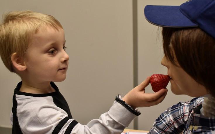 Tạo ra robot giúp trẻ tự kỷ học các kỹ năng xã hội