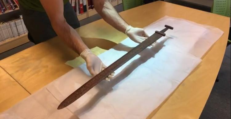 Thanh kiếm vẫn nguyên vẹn sau 1.200 năm trên núi Na Uy