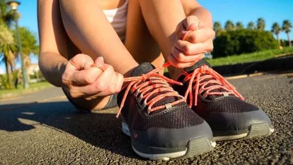 Thắt dây giày như nào cho chặt: bí ẩn còn chưa có lời giải