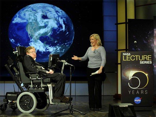 Thiên tài khuyết tật Stephen Hawking và 12 câu nói để đời