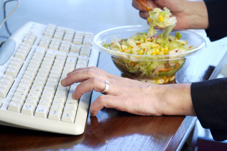 Thời điểm tệ nhất cho việc ăn trưa mà nhiều người mắc phải