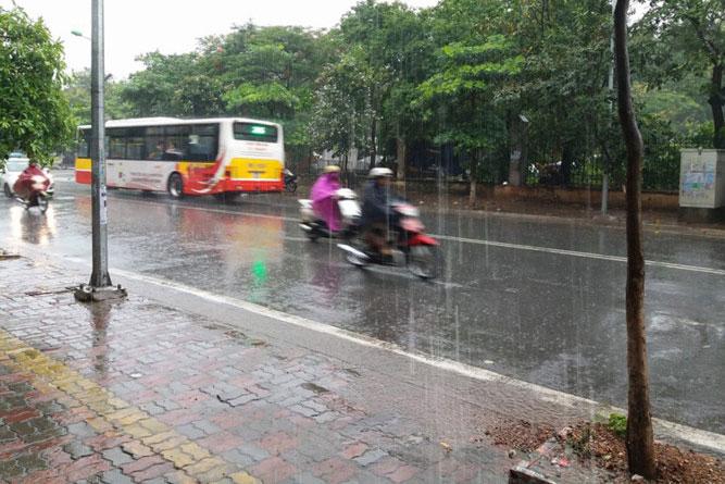 Thời tiết ngày 19/6: Hà Nội có mưa to, gió giật mạnh