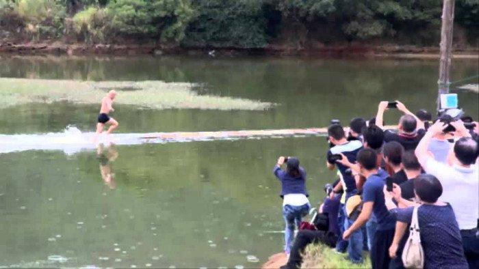 Thuật khinh công trên mặt nước dưới góc nhìn khoa học