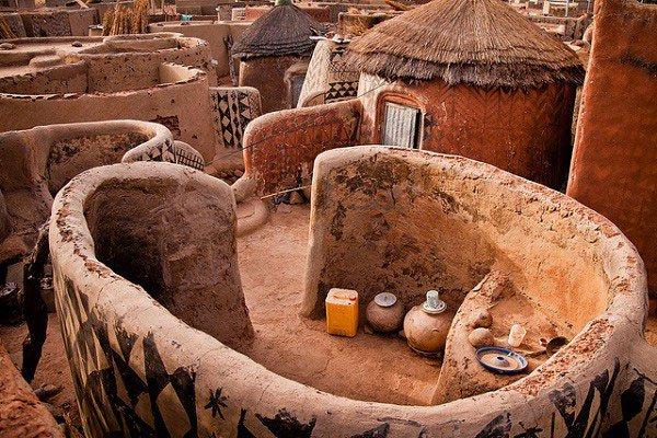 Tiébélé: Ngôi làng cổ được tạo nên từ phân bò, mỗi căn nhà đều là tác phẩm nghệ thuật