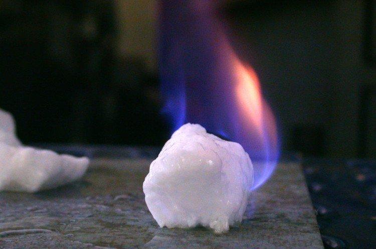 Tìm hiểu về băng cháy - nguồn năng lượng mới trong tương lai