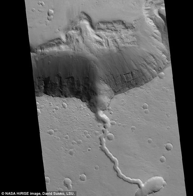 Tìm thấy ngọn núi lửa Elysium hình cá đuối trên sao Hỏa