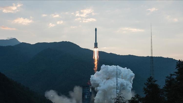 Trung Quốc phát triển tàu vũ trụ đưa người lên Mặt trăng