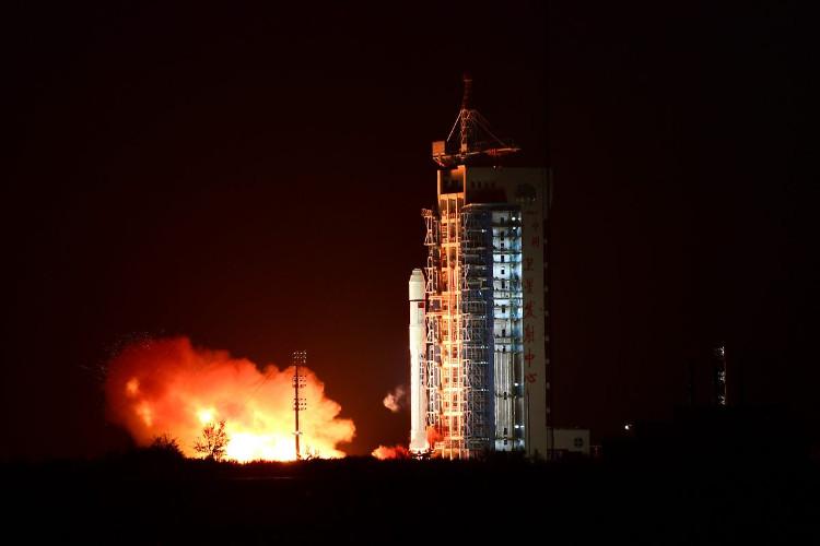 Trung Quốc phát triển tên lửa có thể phóng từ máy bay