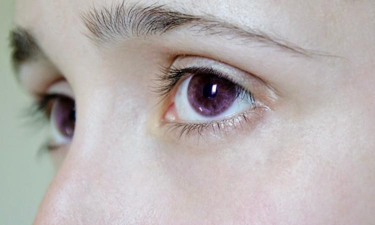 Truyền thuyết li kì về những người có đôi mắt tím