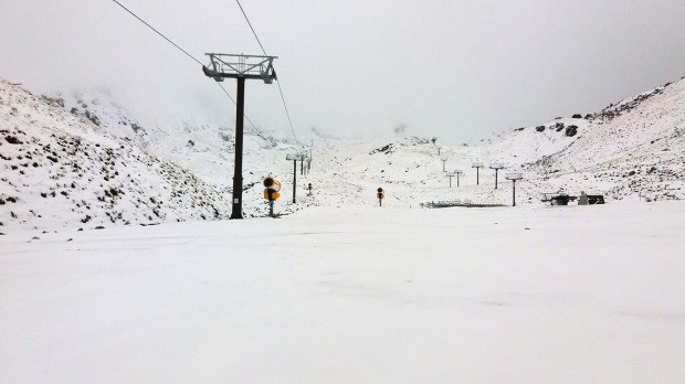 Tuyết rơi giữa mùa hè ở New Zealand