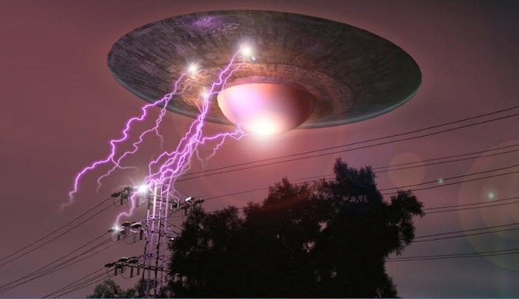 UFO phát sáng trên căn cứ quân sự bí ẩn nhất thế giới