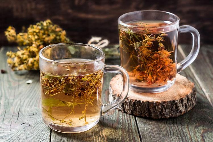 Uống trà từ cỏ thánh John quá liều có thể là nguyên nhân khởi phát rối loạn tâm thần