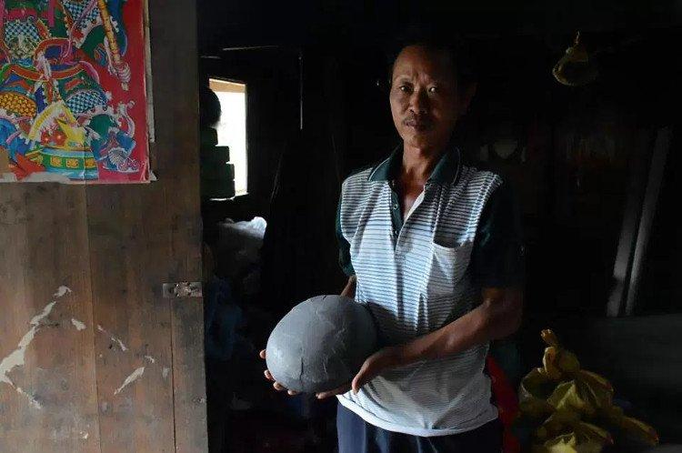 Vách đá đẻ trứng ở Trung Quốc khiến giới khoa học bối rối