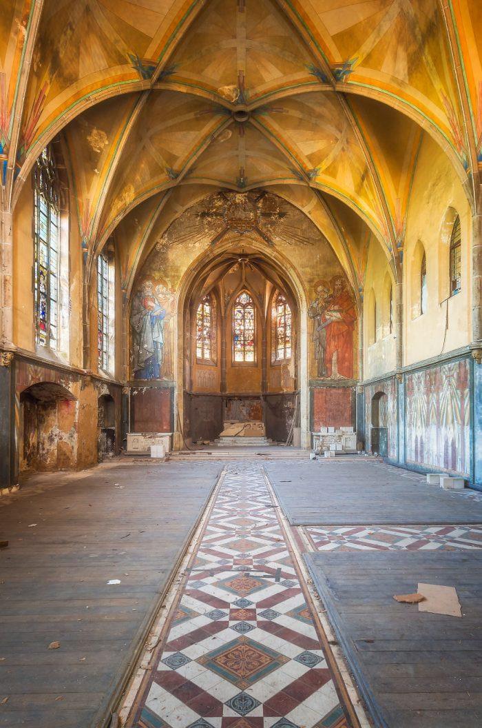 Vẻ đẹp hoang, bí ẩn của những ngôi nhà của Chúa bị bỏ rơi