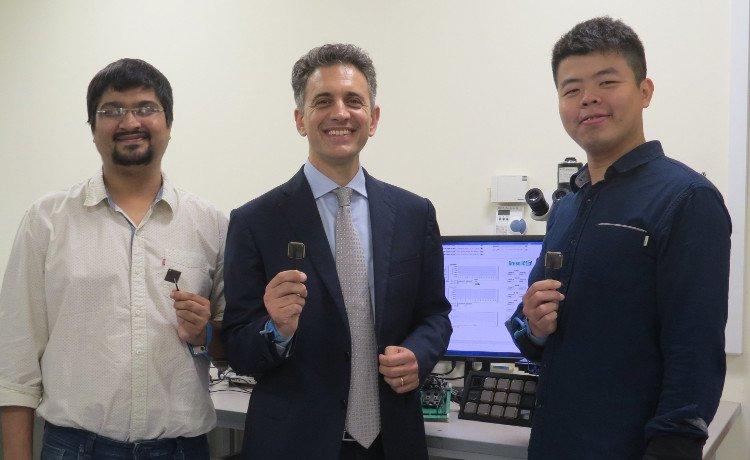 Vi chip thông minh có thể tự khởi động và hoạt động khi hết pin