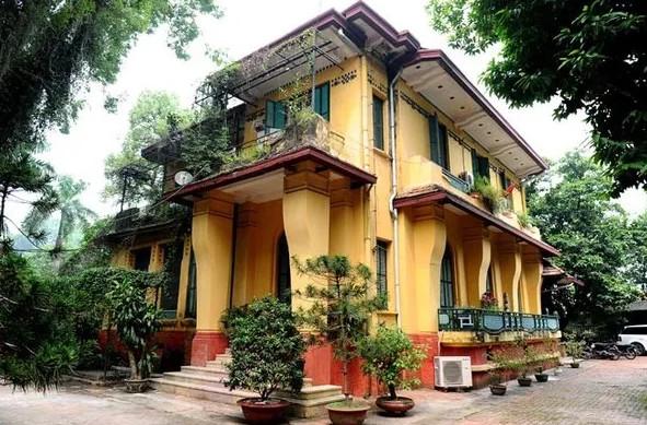 Vì sao các biệt thự cổ lại đều được sơn màu vàng?