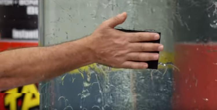 Video: Băng dính siêu chắc vá lành mọi lỗ rò nước