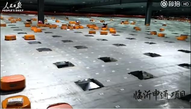 Video: Đoàn quân robot xếp hàng thoăn thoắt trong nhà kho Trung Quốc
