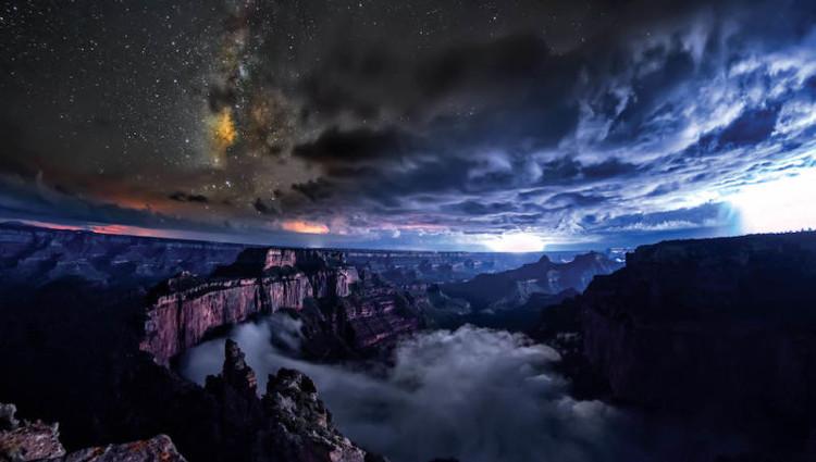Video: Hiện tượng mây tràn khe núi nổi tiếng của Mỹ