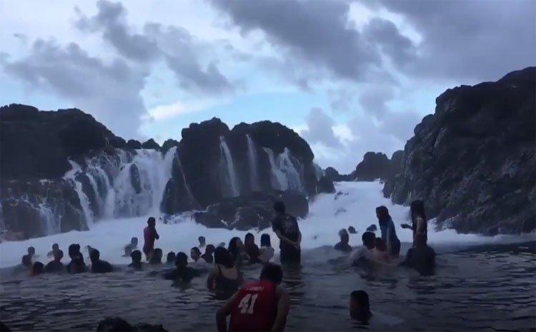 Video: Hiện tượng thác nước hiếm gặp ở ven biển Philippines