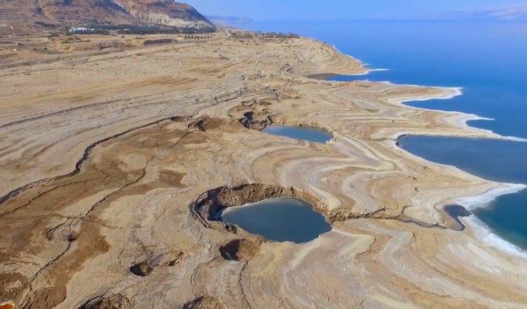Video: Hố đất sụt ở Biển Chết - vẻ đẹp của sự tàn phá