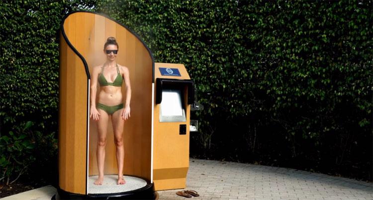 Video: Máy thoa kem chống nắng tự động cho người đi biển