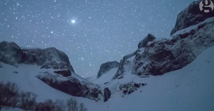 Video: Mưa sao băng Lyrids rực sáng trời đêm Trung Quốc