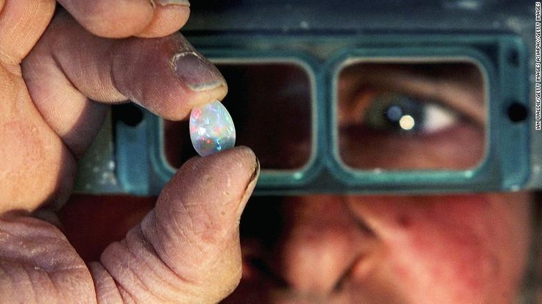 Viên đá opal 600.000 USD lần đầu ra mắt công chúng