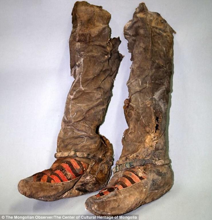 Xác ướp phụ nữ 1.000 năm đi giày thể thao hiện đại